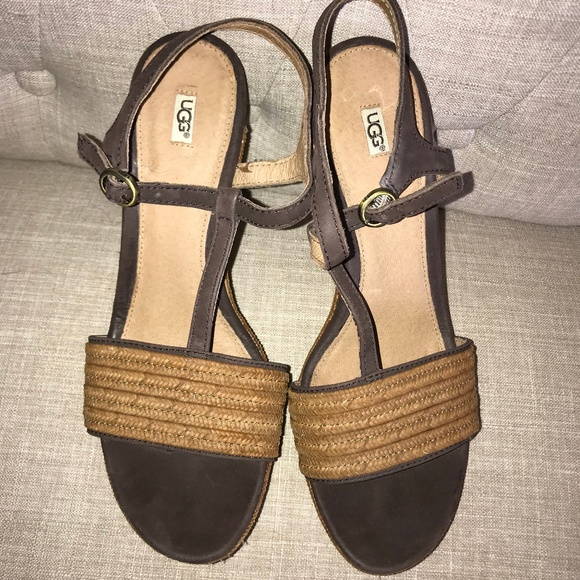 27e90329604 UGG Fitchie Wedge Sandal Women's Size 9.5